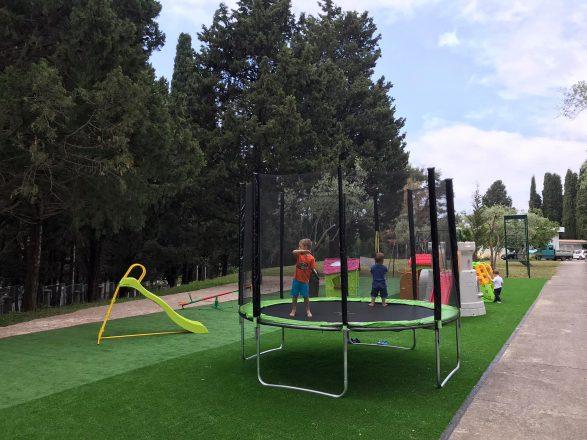 Caritas izgradio novo dječije igralište
